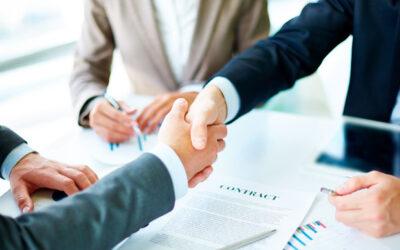 ¿Pueden los bancos obligarte a contratar el seguro con ellos?